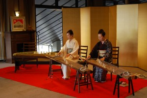 お琴の生演奏で、おめでたい日本のお正月を演出